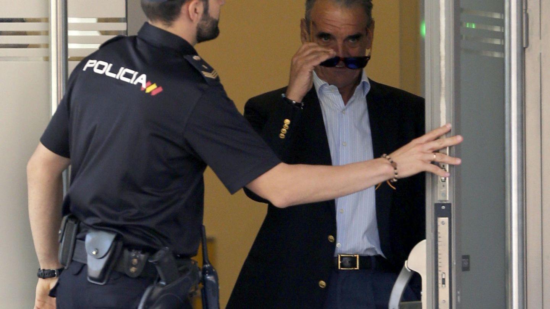 Mario Conde, saliendo de la sede de la Audiencia Nacional en Madrid. (EFE)