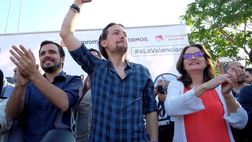 Foto: El líder de Podemos, Pablo Iglesias, y el de IU, Alberto Garzón, en un mitin en Alicante (Reuters)