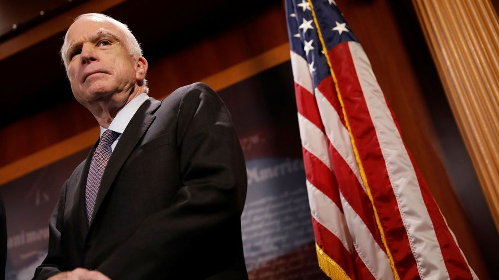 Foto: John McCain responde en rueda de prensa a su resistencia a la propuesta republicana para acabar con el Obamacare. (Reuters)