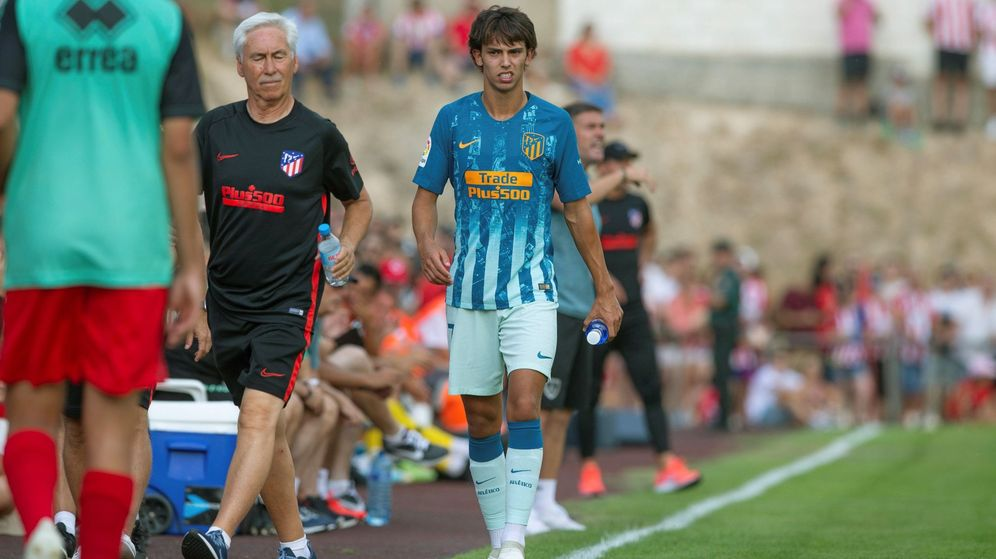 Foto: Joao Félix se retira lesionado en su partido debut contra el Numancia. (EFE)