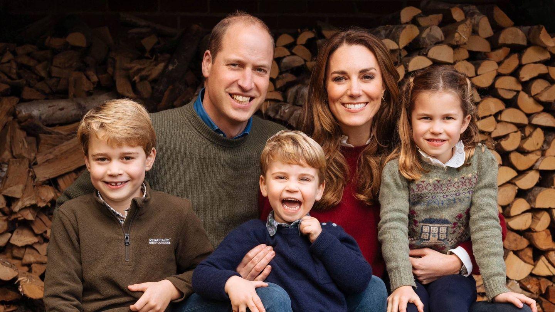 Los duques de Cambridge, con sus hijos. (Matt Porteous / Palacio de Kensington)