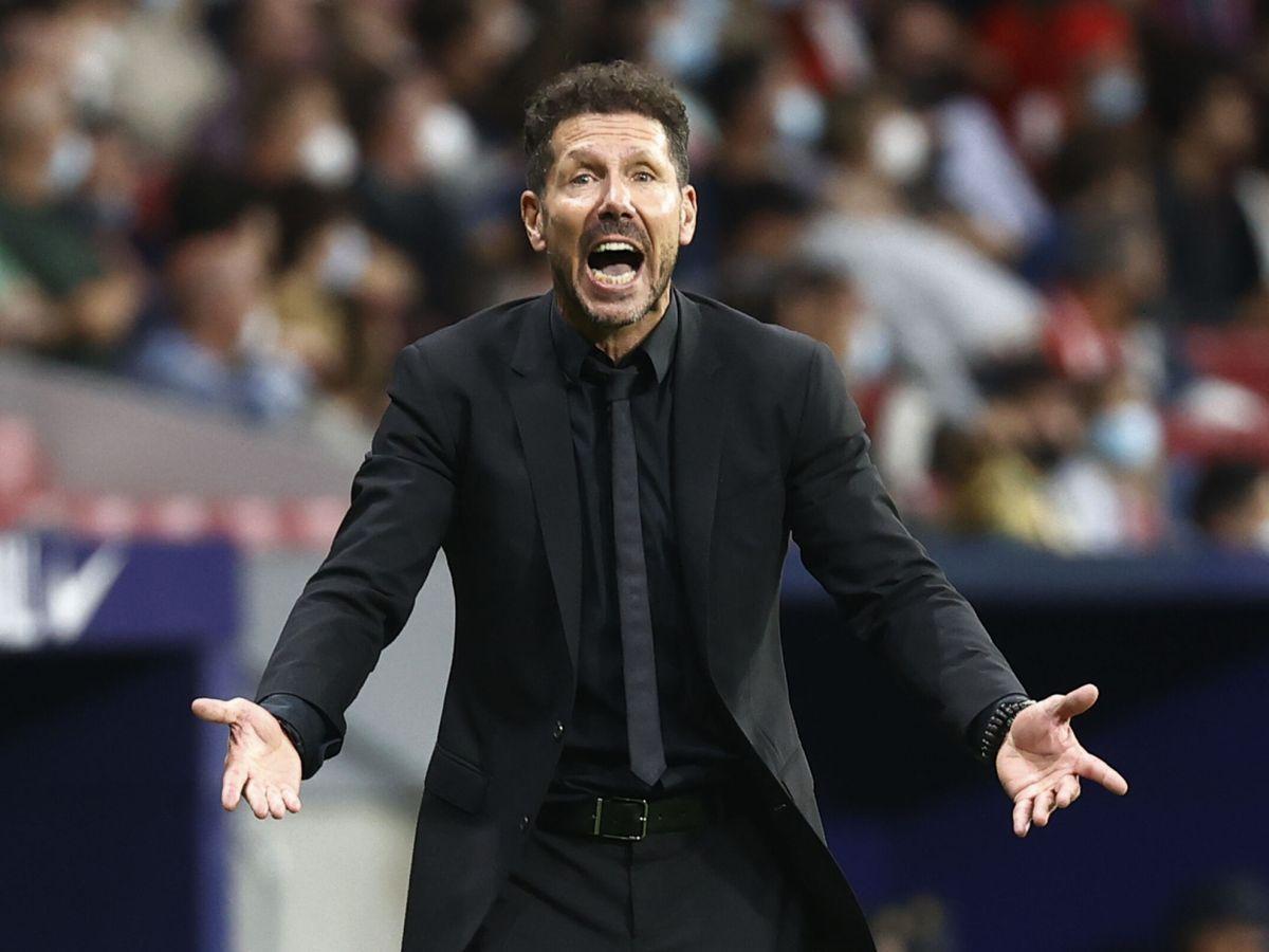 Foto: Simeone durante el partido entre el Atlético y el Barcelona. (Reuters)