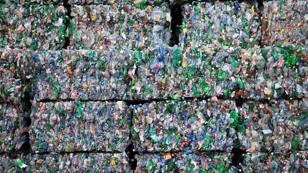 Foto: Cientos de envases de plástico son tratados en una planta de reciclaje en Suiza. (EFE)
