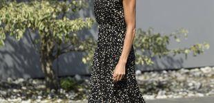 Post de Letizia finaliza su gira en Asturias con un vestido de estreno (ideal) de Massimo Dutti
