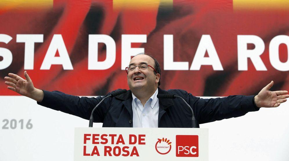 Foto: Miquel Iceta, primer secretario del PSC, durante su intervención en la Festa de la Rosa, este 24 de septiembre en Gavà, Barcelona. (EFE)