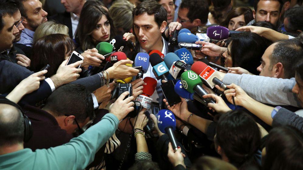 Foto: Albert Rivera recoge su acta de diputado en el Congreso de los Diputados (Efe)