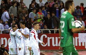 El Sevilla remata la clasificación y Riazor contagia su frialdad al Depor