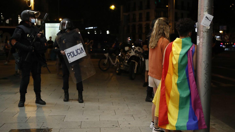 Varios agentes, en la manifestación. (EFE)