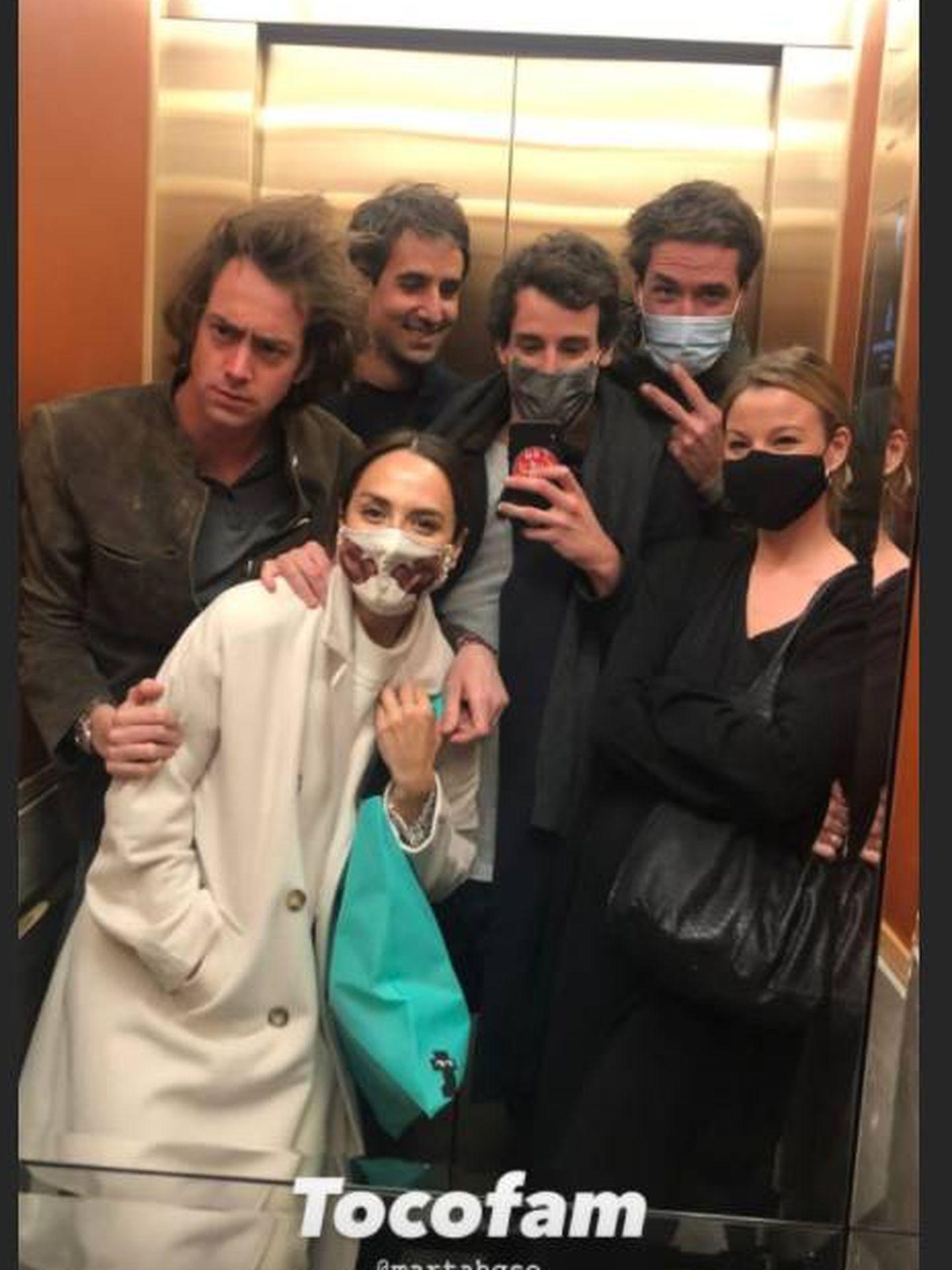 Tamara, Iñigo y más amigos, anoche. (Redes)