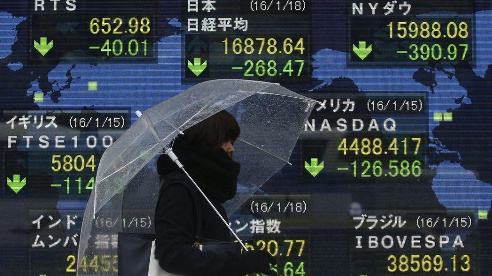 Foto: Pantalla eléctrónica con varios índices bursátiles en Tokio. (Reuters)