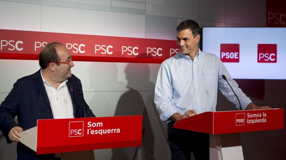 Foto:  El secretario general del PSOE, Pedro Sánchez (d), y el primer secretario del PSC, Miquel Iceta (i). (EFE)