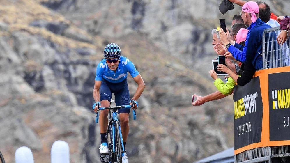 Foto: Mikel Landa, en los últimos metros de la etapa del Lago Serrú. (EFE)