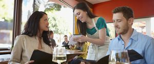 Los trucos de los restaurantes para cobrarnos lo máximo posible