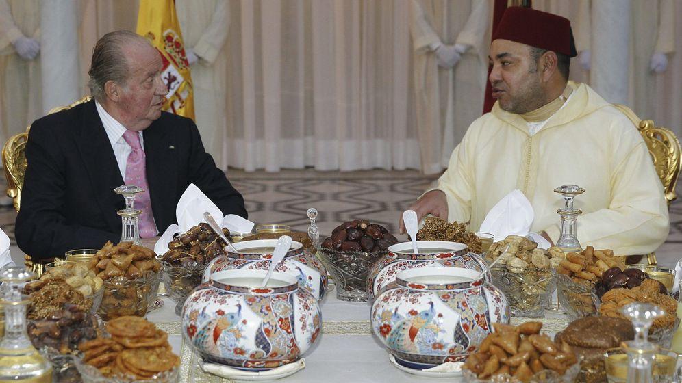 Foto: El rey Juan Carlos y el rey Mohamed VI de Marruecos en una cena oficial en 2013. (EFE)