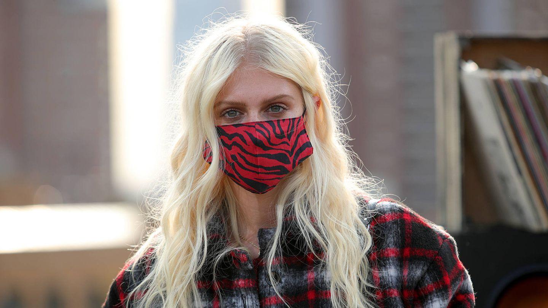 La mascarilla se ha convertido en un accesorio que necesita sus propios cuidados cosméticos. (Getty)