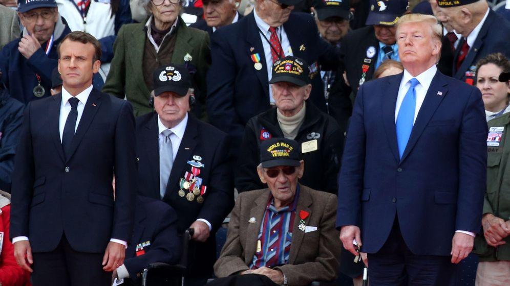 Foto: Macron y Trump, junto a veteranos de ambos bandos en el homenaje al Desembarco de Normandía