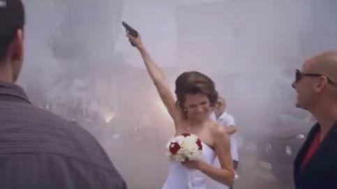 Bengalas, coches de lujo y pistolas: así celebra su boda un hooligan búlgaro