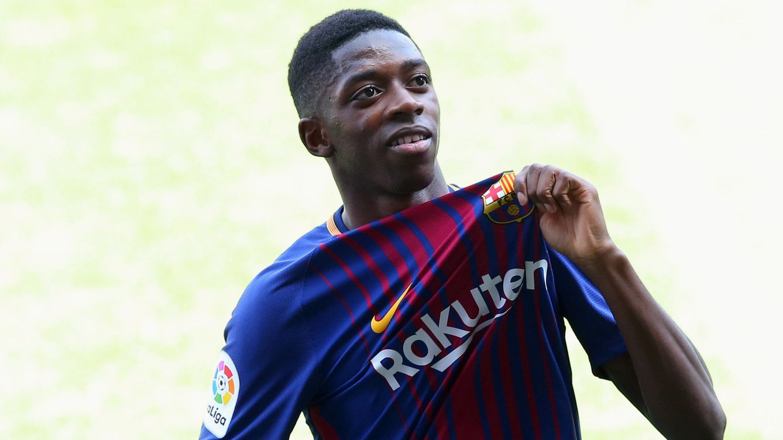 El Barcelona presenta a Dembélé al grito de ¡Bartomeu, dimisión!