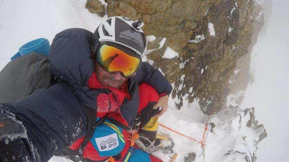 Foto: Bajando 'in extremis' por la Chimenea House en el K2.
