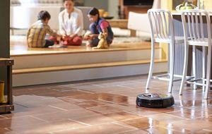 Scooba 450, un robot que sustituye a la fregona (a pesar de su batería)