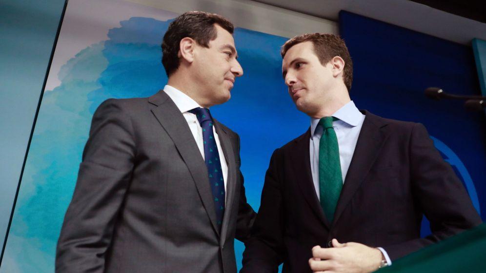 Foto: El presidente del PP, Pablo Casado (d), junto al candidato del PP a la Junta, Juanma Moreno (i). Foto: EFE