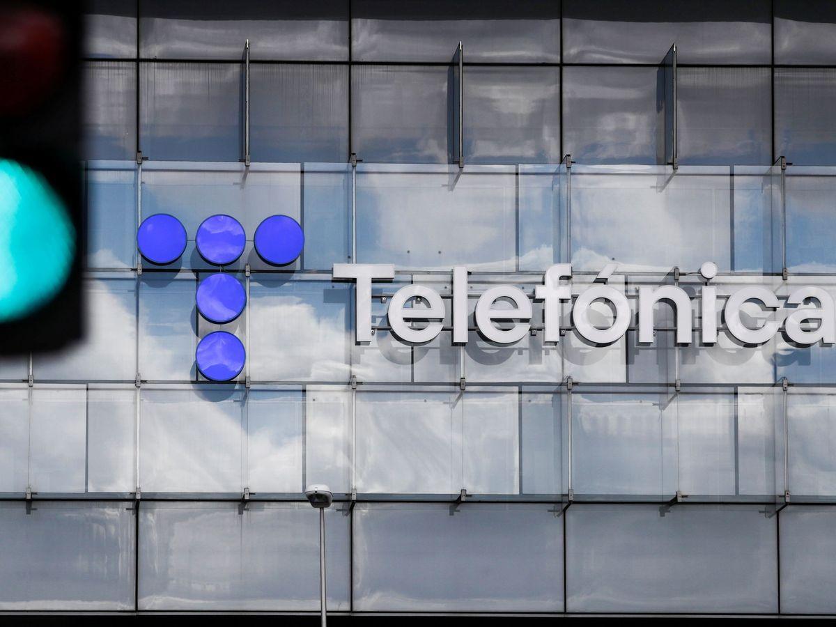 Foto: Logo de Telefónica en su sede de Madrid (EFE)