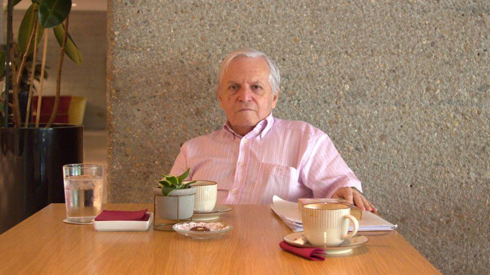 Foto: Carlos Pumares en la cafetería del Eurobuilding de Madrid. (El Confidencial)