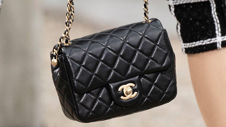 El emblemático bolso 2.55 de Chanel en el último desfile de la maison. (Cortesía)