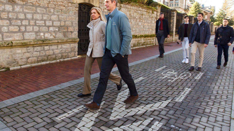 La Infanta e Iñaki, paseando por Vitoria. (EFE)