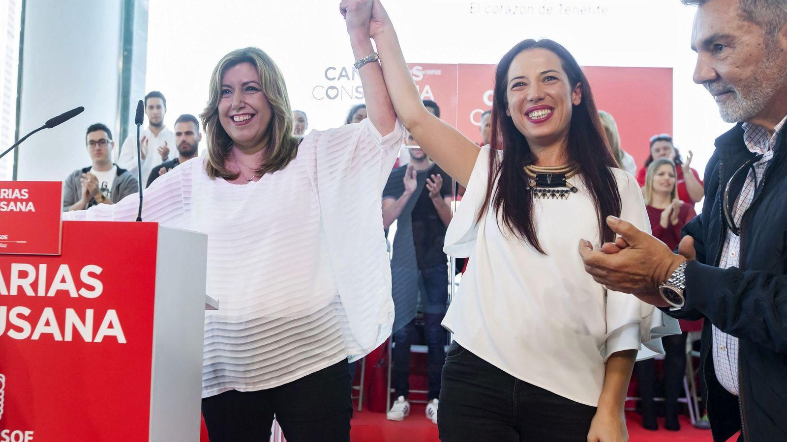 Foto: Susana Díaz, junto a la exvicepresidenta del Gobierno canario, Patricia Hernández, este 2 de abril en Santa Cruz de Tenerife. (EFE)