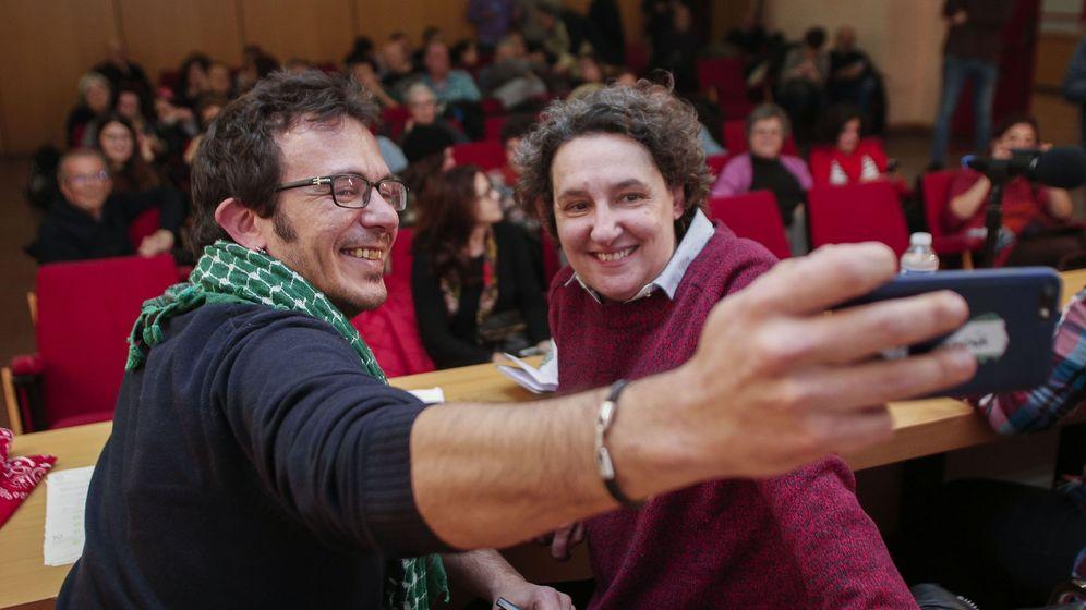 Foto: Kichi, junto a Beatriz Gimeno. (EFE)