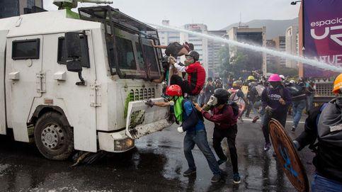 El Gobierno de Venezuela reconoce ya 60 muertos en las protestas a favor y contra Maduro