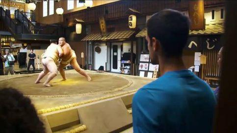 El tenista Novak Djokovic se atreve con el sumo en su visita a Japón