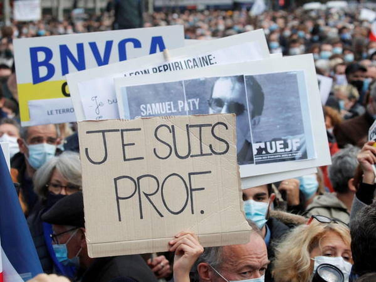 Foto: Manifestación en París en rechazo del asesinato del profesor Samuel Paty. (EFE)