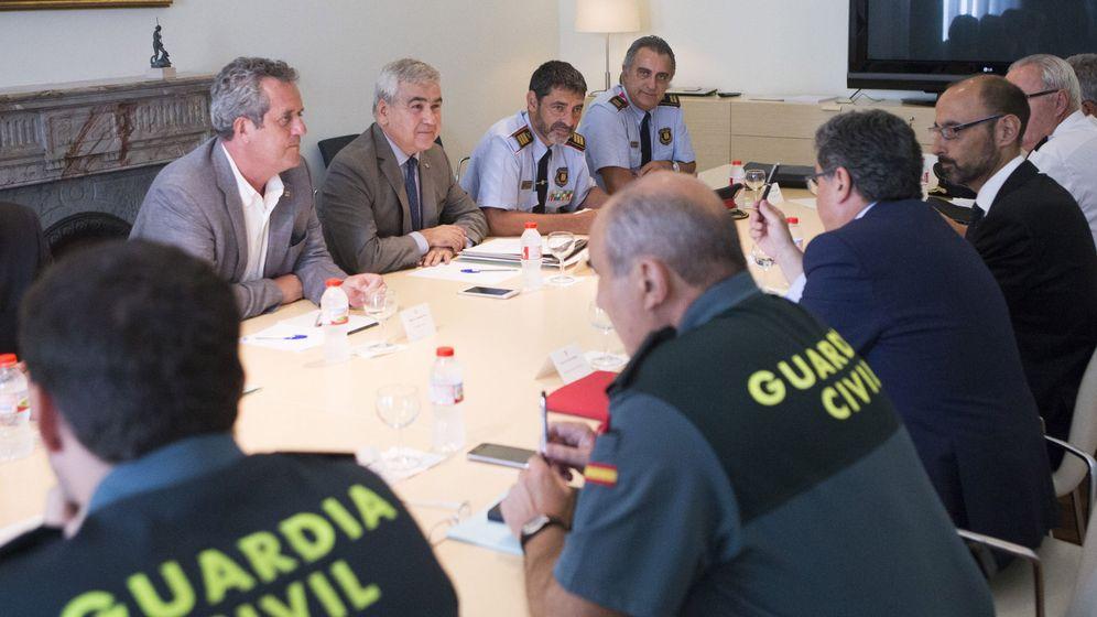 Foto: Los mandos de Policía y Guardia Civil han estado en contacto con los Mossos, pero siempre en un segundo plano. (EFE)