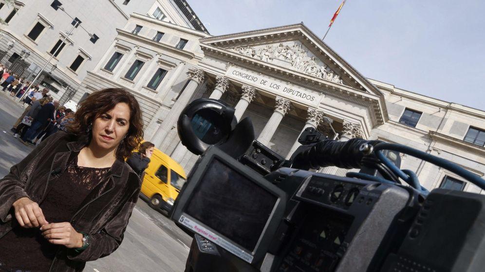 Foto: Irene Lozano, a las puertas del Congreso de los Diputados, este 16 de octubre. (EFE)
