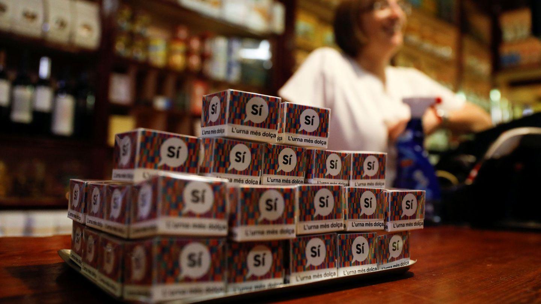 Dulces 'indepes' en la pastelería de los Puigdemont en Amer. (Reuters)
