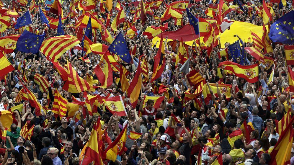 Foto: Miles de personas se manifestaron por la unidad de España el pasado 30 de septiembre en Barcelona. (EFE)