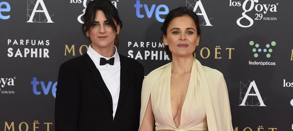 Foto: La directora Beatriz Sanchís junto a la actriz Elena Anaya en los Premios Goya 2015
