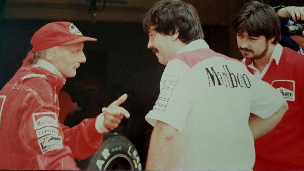 Foto: Joan Villadelprat, con Niki Lauda en los tiempos de McLaren. (@JVilladelpratF1)