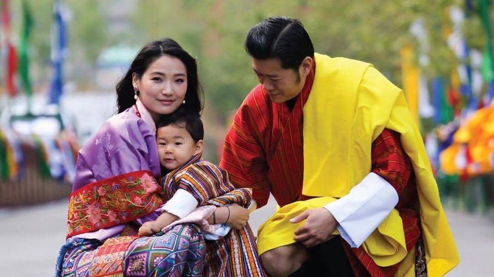 Foto: Los reyes de Bután, con su primogénito. (IG)