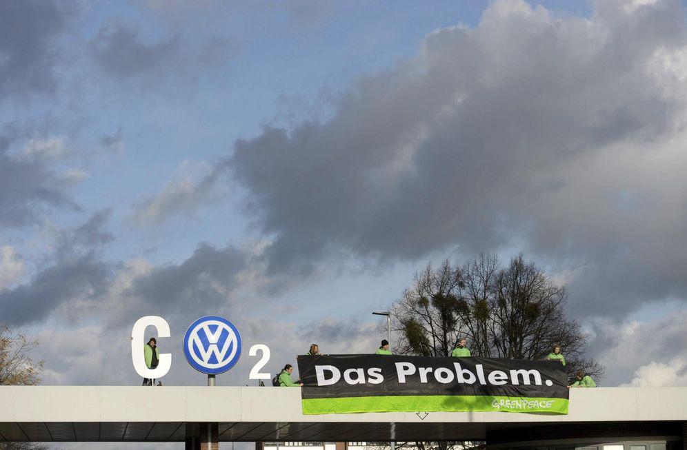 Foto: Greenpeace protesta contra Volkswagen por el escándalo de las emisiones contaminantes. (EFE)