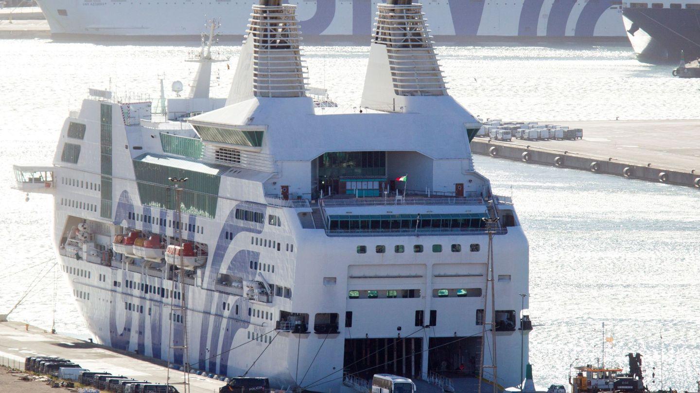 Uno de los barcos contratados por Interior para alojar a las fuerzas seguridad durante operación 'Copérnico'. (EFE)