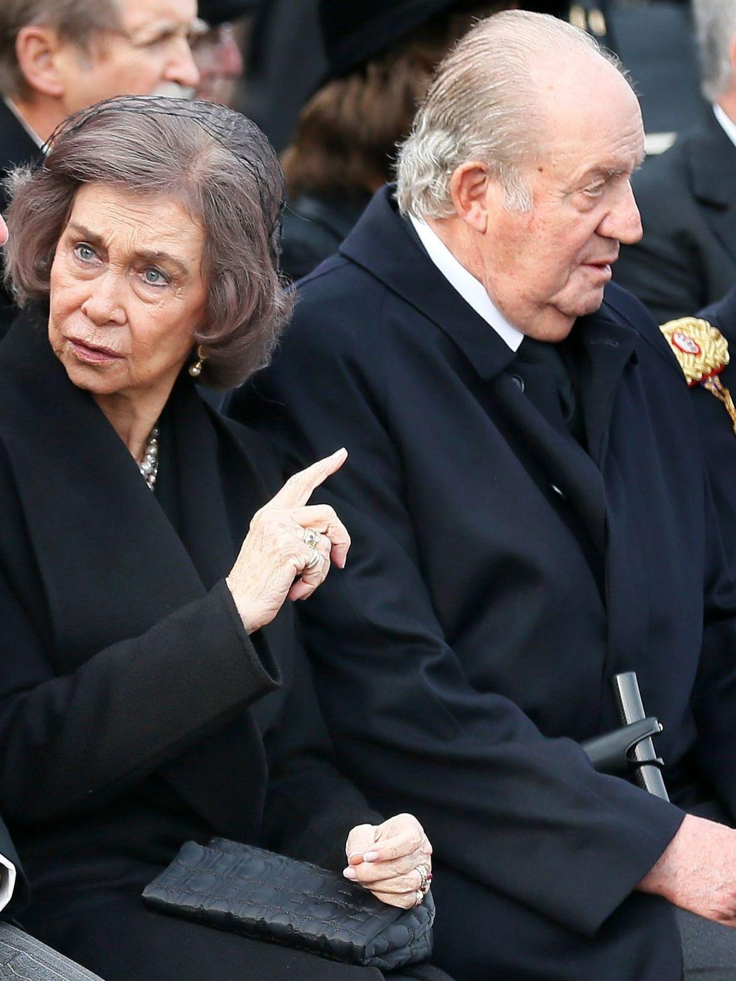 La reina Sofía, junto a Juan Carlos en el último funeral real. (EFE)