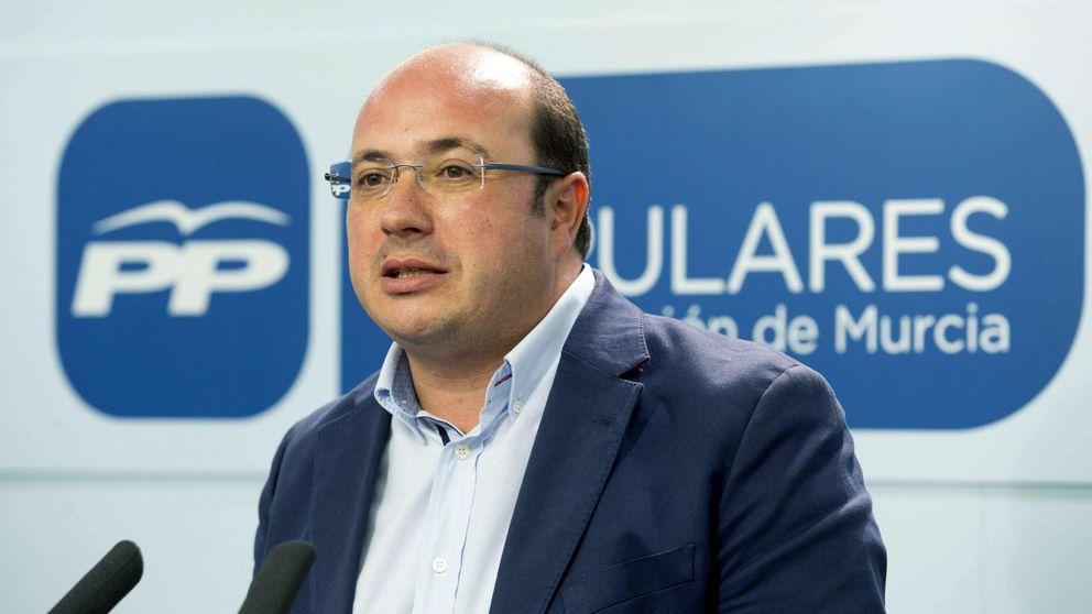 Las tres reuniones y el borrador que ponen al presidente de Murcia contra las cuerdas