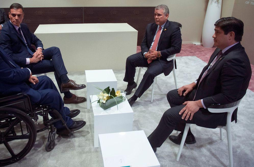 Foto: Pedro Sánchez, con los presidentes de Ecuador, Lenín Moreno (i); Colombia, Iván Duque (2d), y Costa Rica, Carlos Alvarado (d), este 24 de enero en Davos. (EFE)