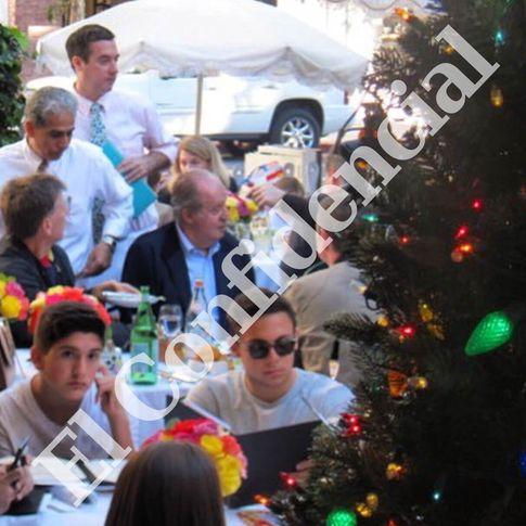 Foto: El rey don Juan Carlos disfruta de un almuerzo en 'The Ivy' (El Confidencial)