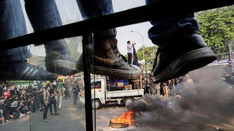 Protesta contra la Ley Ómnibus en Indonesia y preparativos para el Durga Puja: el día en fotos