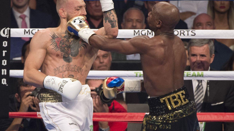 Foto: Conor McGregor (I) en su lucha contra Mayweather. (EFE)