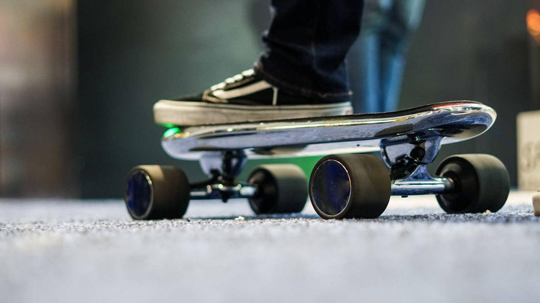¿Harto de patinetes en las aceras? Ahora llegan los 'skates' eléctricos compartidos